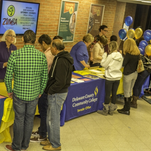 2015 Fall Open House students talking to vendors