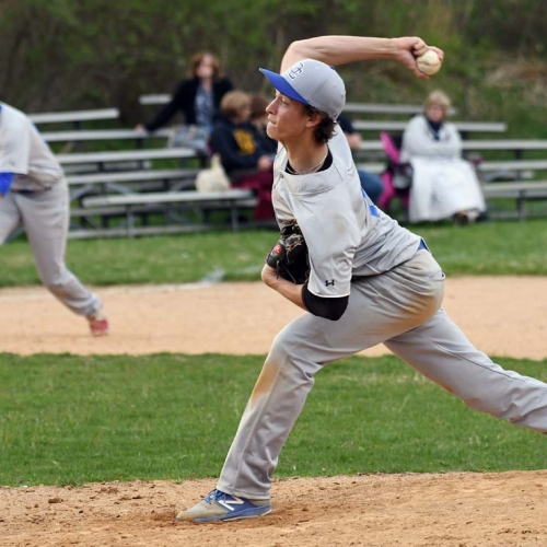 Phantoms pitcher from side