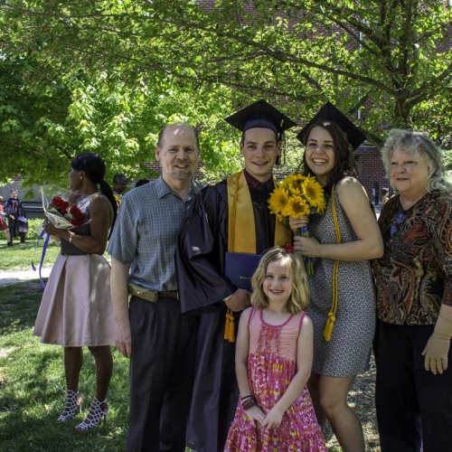 Graduating student posing with family
